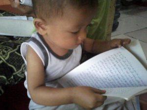 Hamzah membaca